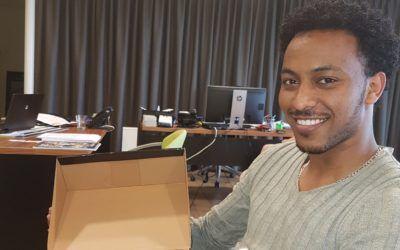 Eerste betaalde baan voor Solomun Tekla uit Eritrea!